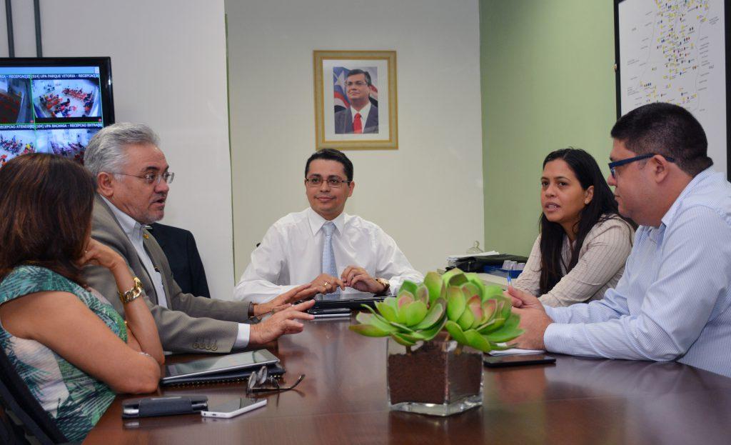 Secretário Carlos Lula e o secretário executivo do Conass, Jurandi Frutuoso, discutem a Planificação da Atenção Primária em Saúde. Foto: Francisco Campos