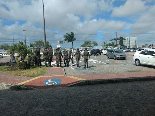 Para amenizar superlotação do Huse, Governo e Exército montam Tenda Hospital Campanha em frente à unidade